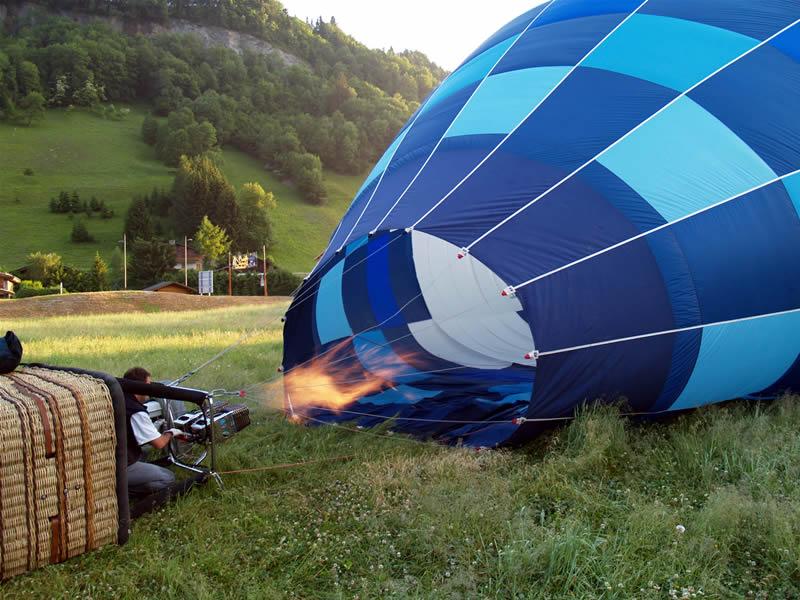 http://www.alpes-montgolfiere.fr/IMG/jpg/montgolfiere_4.jpg